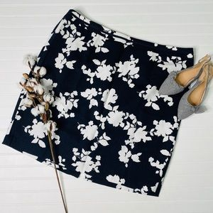 Talbots Woman Navy White Floral Straight Skirt